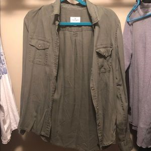 american eagle green button up shirt
